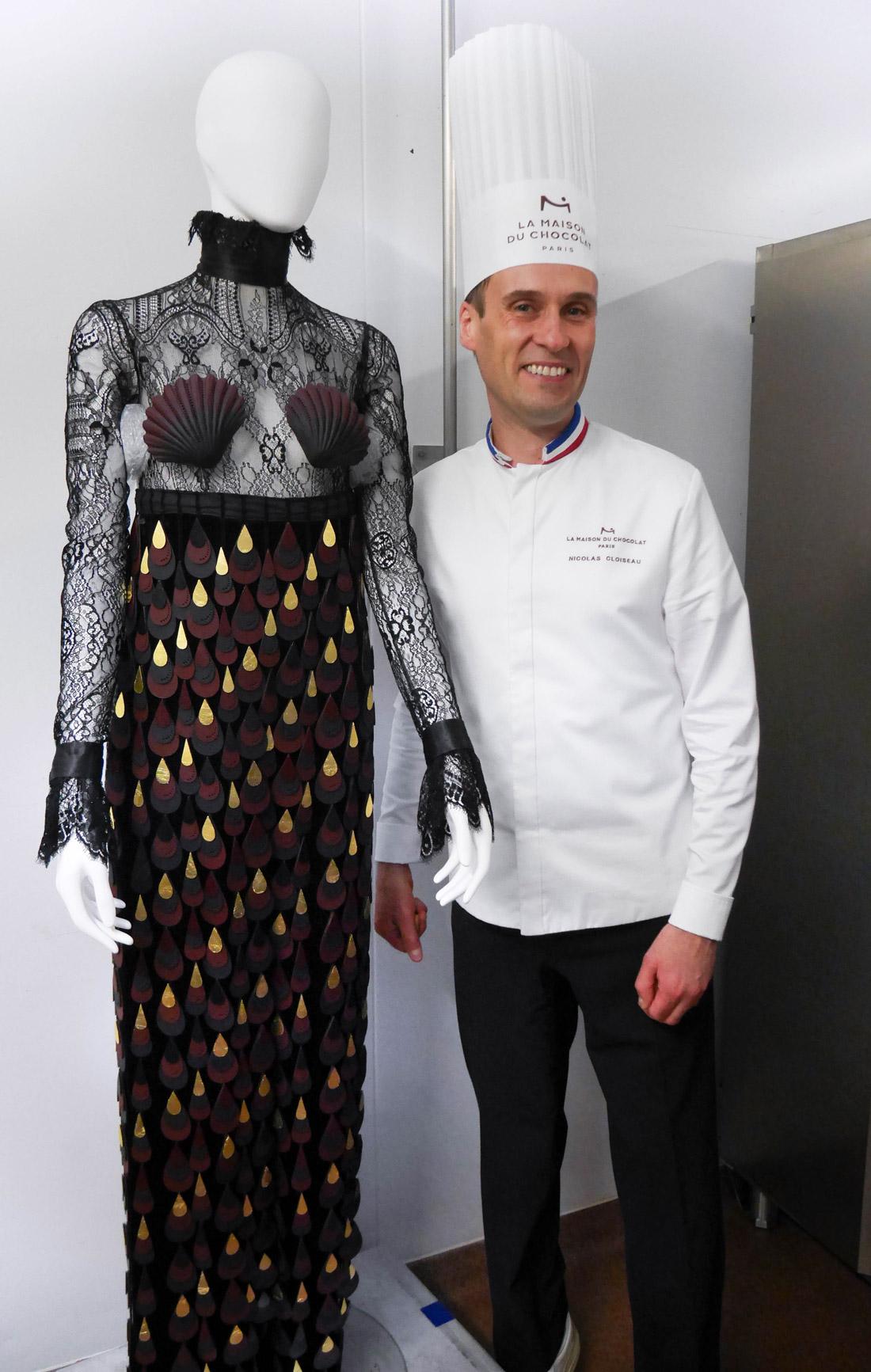 Nicolas Cloiseau et la robe créée pour le Salon du Chocolat 2019