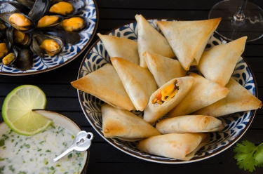 Samoussas moules de Bouchot sauce coco citron vert