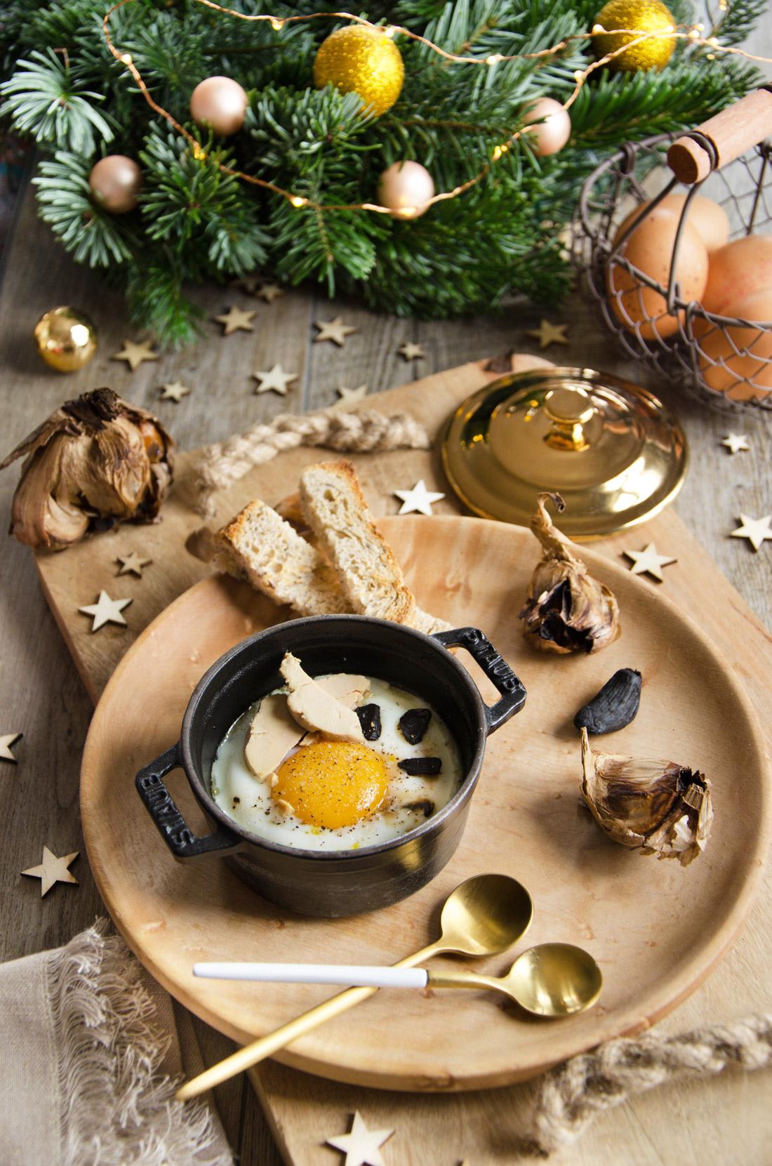 Recette d'oeuf cocotte foie gras ail noir pour les Fêtes