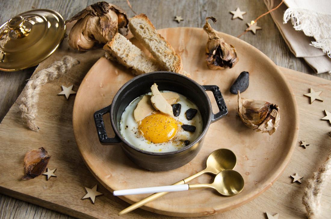 oeuf cocotte foie gras ail noir