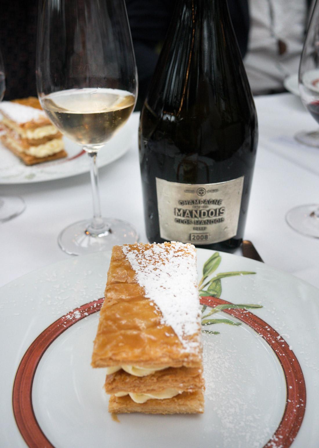 """Millefeuille vanille de Madagascar et champagne brut """"Clos Mandois"""" servis à la Closerie des Lilas pour le déjeuner des Clos"""
