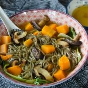 Nouilles soba courge butternut champignons