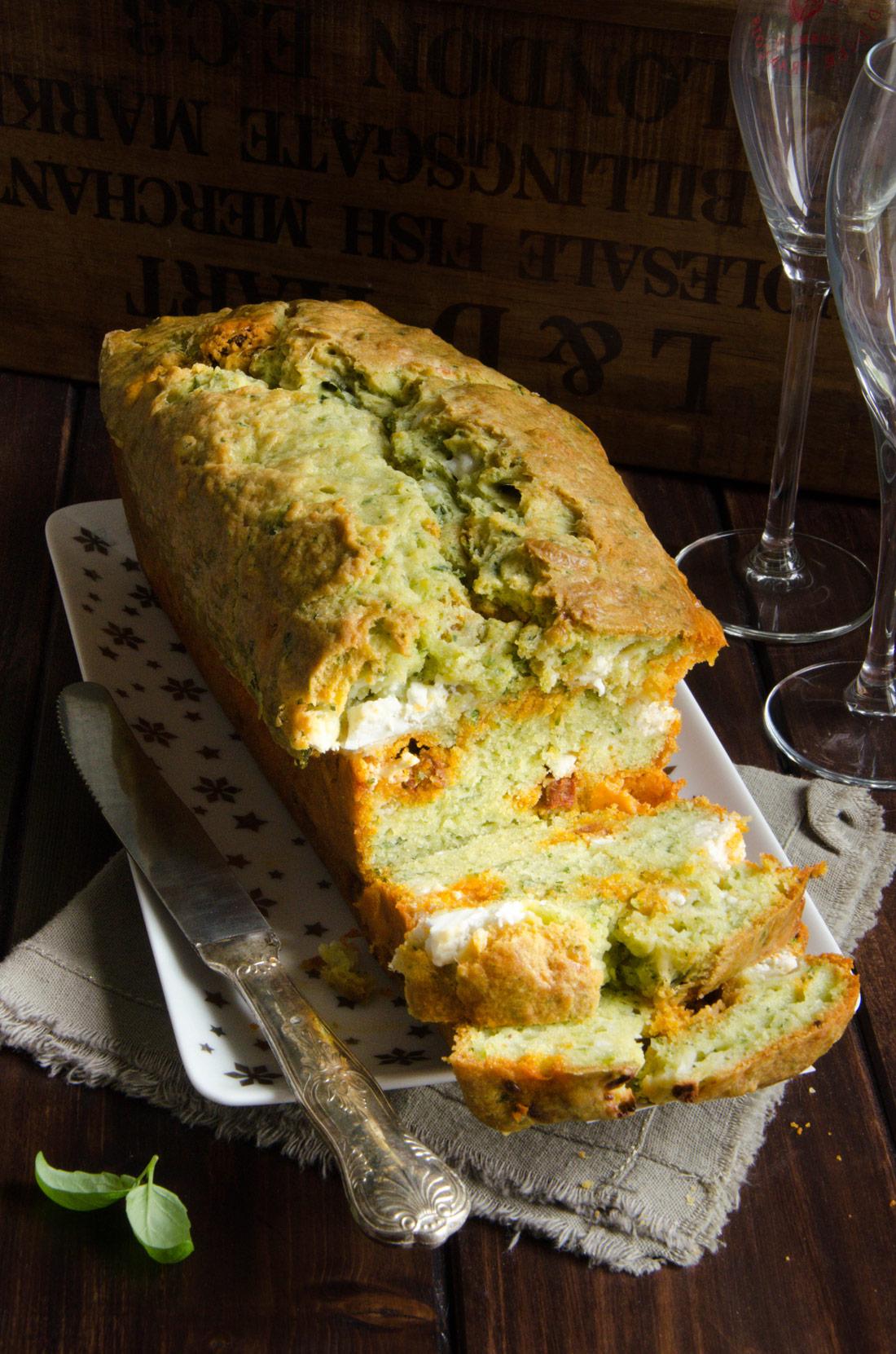 Recette apéritive de cake pesto chèvre chorizo
