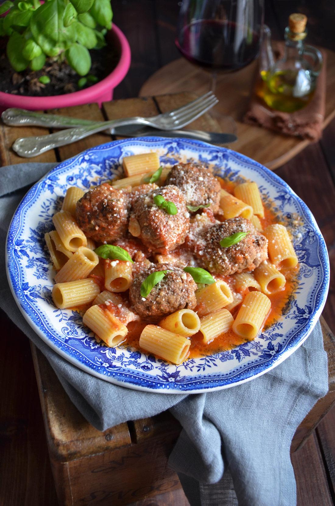 Recette de meatballs et rigatoni, un délicieux plat très savoureux.