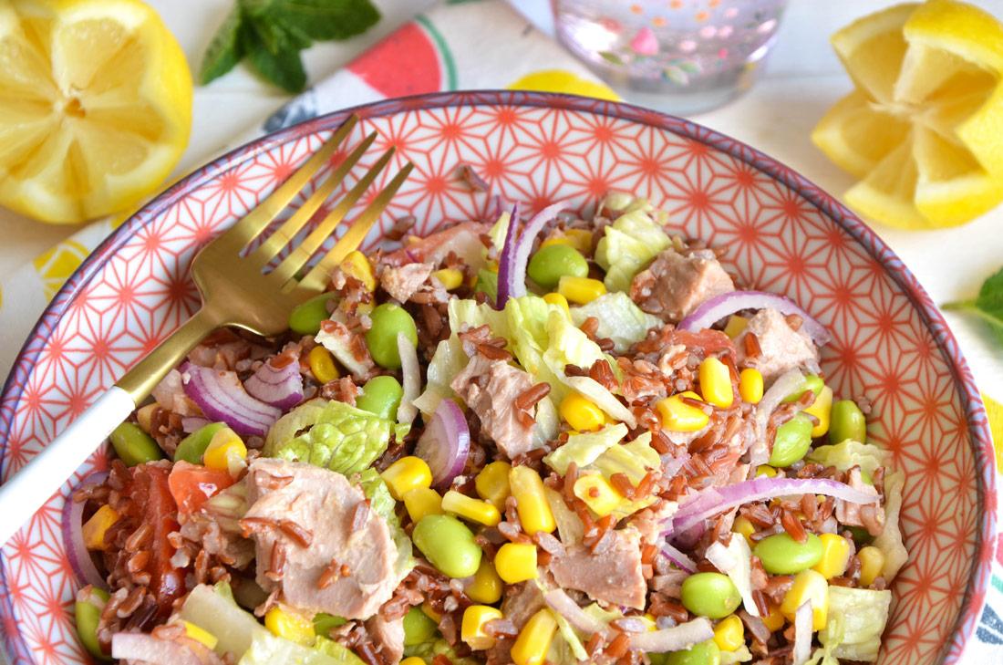 Salade de riz sauvage au thon, un délicieux plat complet