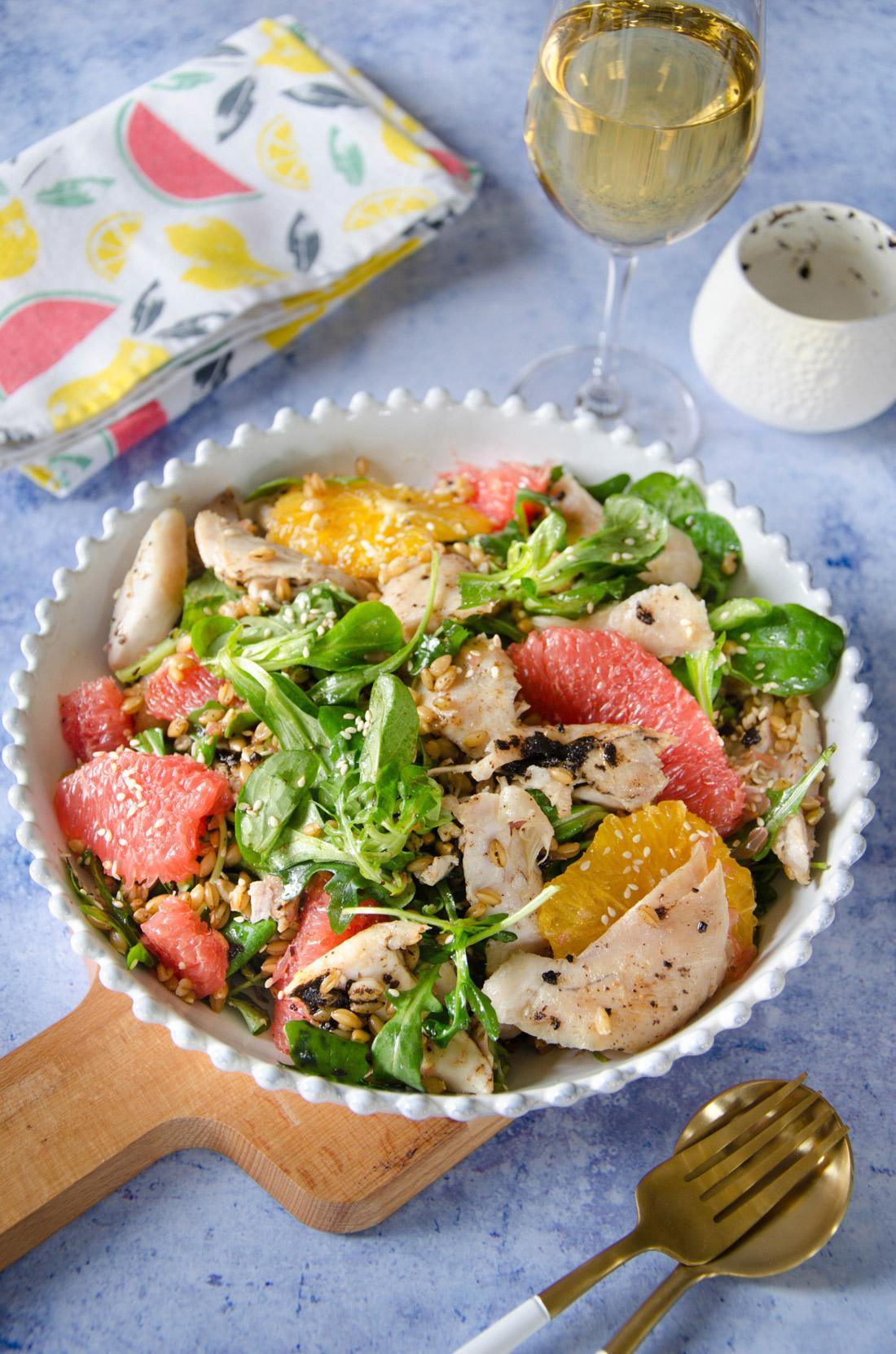 Salade de lapin aux agrumes avec une vinaigrette ail noir maison