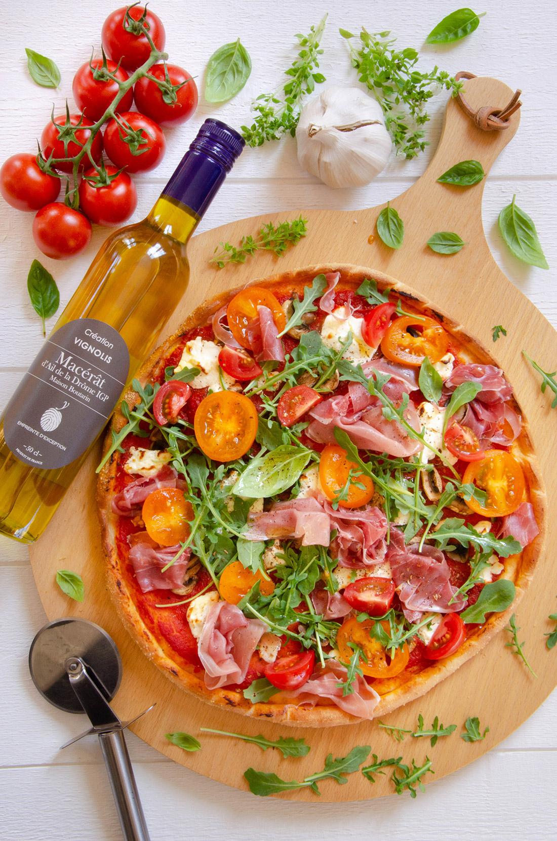 Recette de pizza fromage jambon huile ail blanc