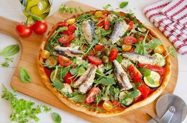 Recette maison de pizza au fromage de chèvre sardines et courgettes