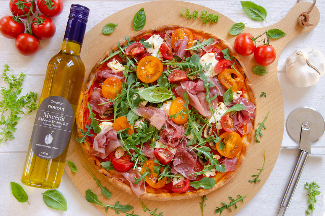 Recette de pizza fromage de chèvre jambon et huile à l'ail blanc