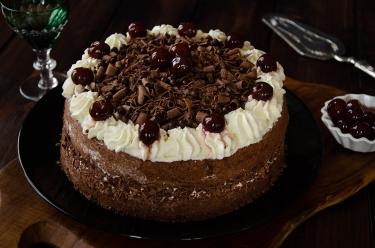 recette de Forêt Noire, un gâteau au chocolat et aux cerises confites