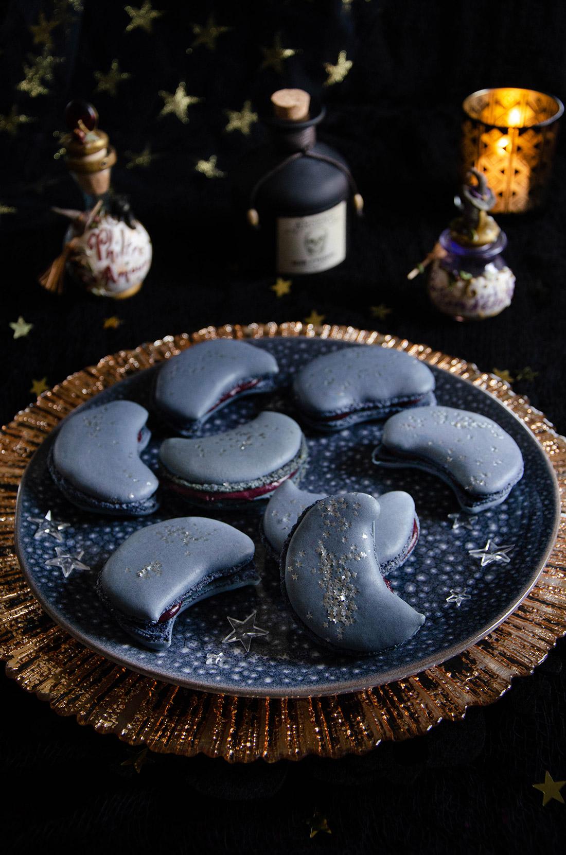 Macarons au cassis en forme de lune pour Halloween