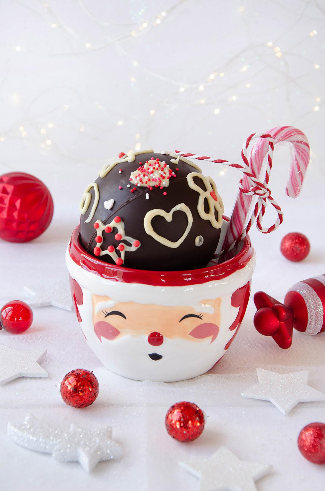 Recette de cadeau gourmand facile : une bombe à chocolat chaud