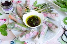 Rouleaux de printemps légumes frais olive