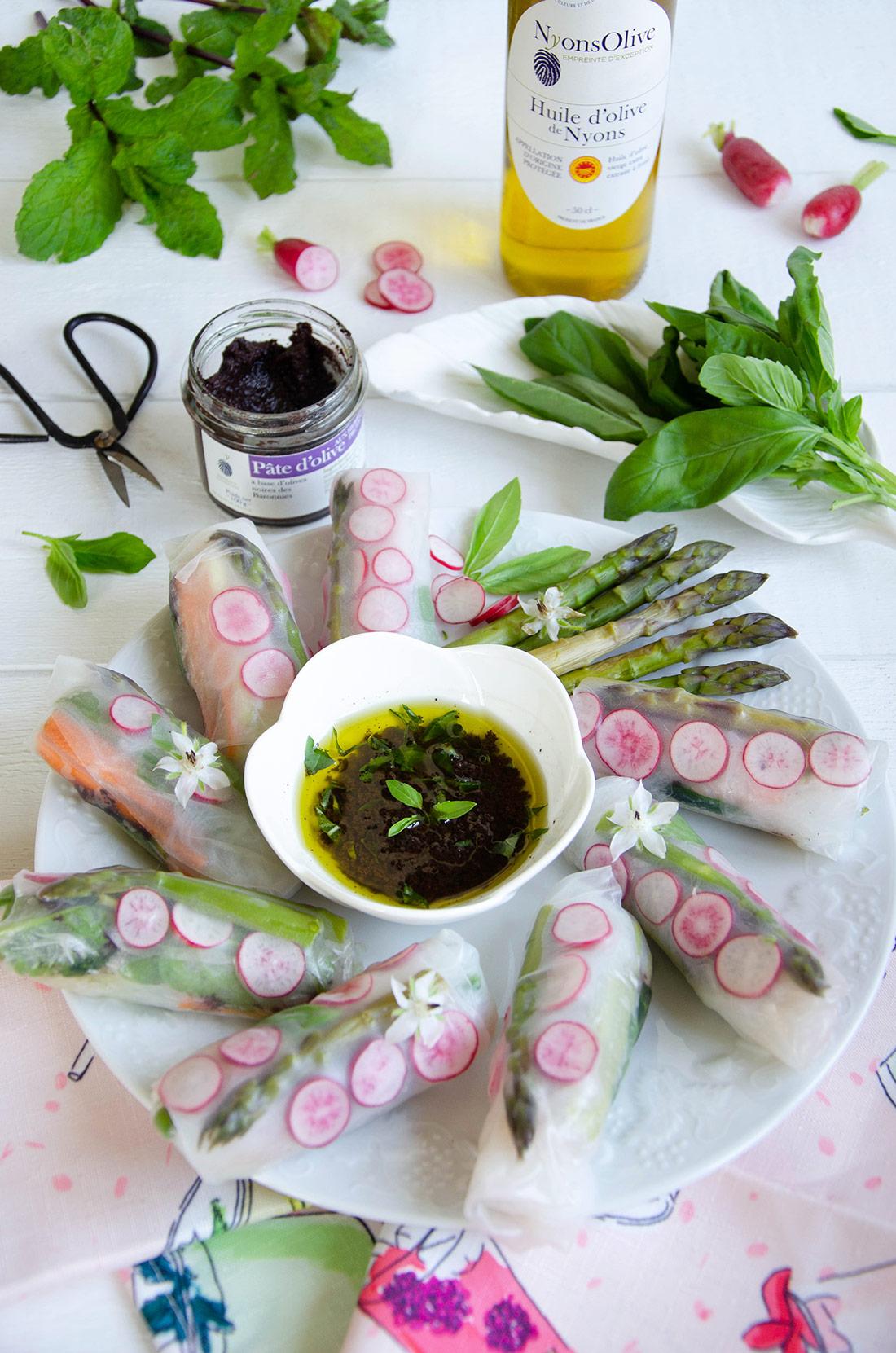 Rouleaux de printemps légumes frais et pâte d'olives