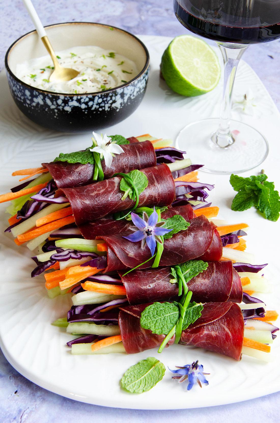 Rouleaux de boeuf séché aux légumes pour l'apéro