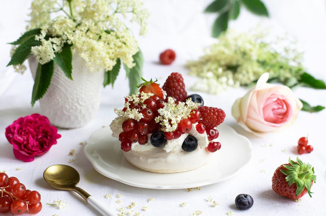 Pavlova sureau fruits rouges