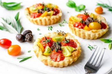 Tartelettes tomates cerises, mozzarella, anchoïade
